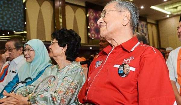 MAHATHIR SEDANG MENGUTIP SAMPAH PARTI LAIN UNTUK DIBUAT RAKAN KONGSI POLITIK
