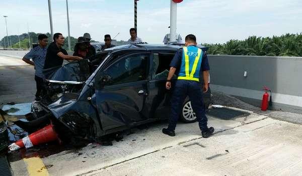 20161206-nurul-atikah-kemalangan-plaza-tol-kundang-barat