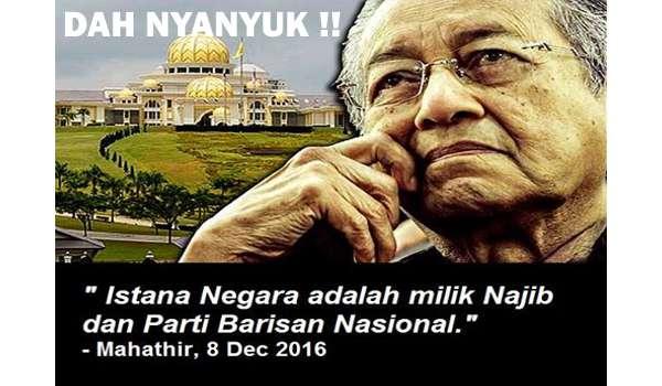 20161208-pertabalan-agong-mahathir-nyanyuk